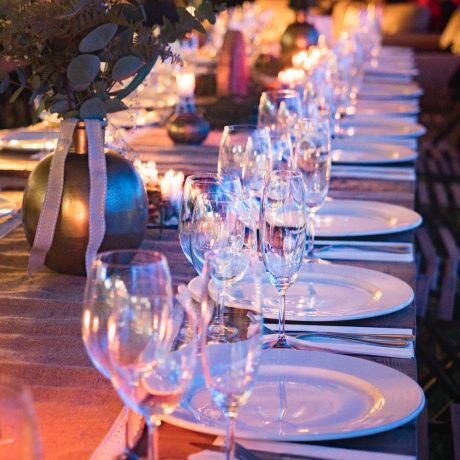 plates-and-wine-glass-on-table-1114425 (1)